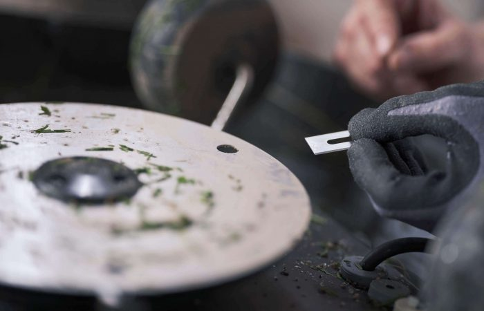 Hur du byter knivar på robotgräsklippare & Automower®